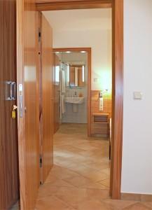doppelzimmmer mit verbindungstür / pension fährhaus hesse in dresden-laubegast, direkt am ufer der elbe